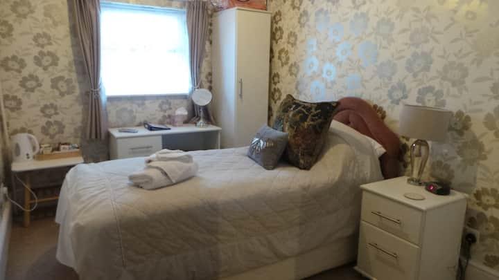 Single en-suite room with breakfast at Cherry Tree