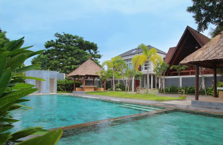 Luxury guest house with pool - Denpasar - Bed & Breakfast