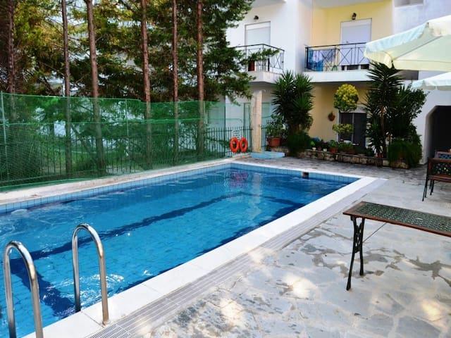 Pool flat