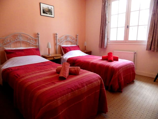 La Pierre Plantee - Twin Bedroom