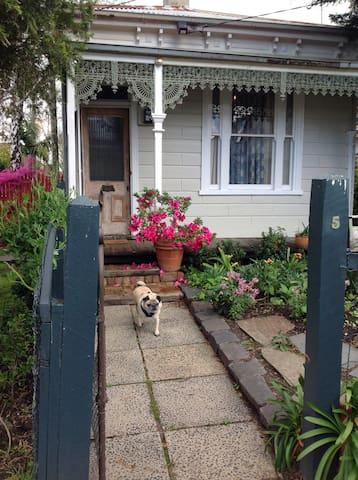 Small cottage for two . St Kilda - Saint Kilda East - Huis