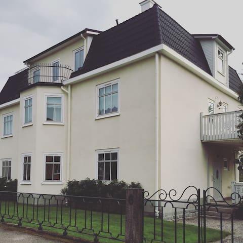 Representativ våning i villaområde - Strängnäs