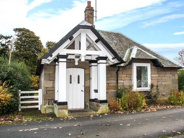 THE LODGE, pet friendly in Berwick-Upon-Tweed, Ref 940731