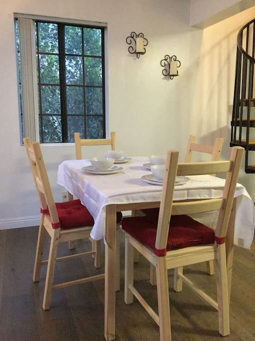 Dining and settings up to 4 people