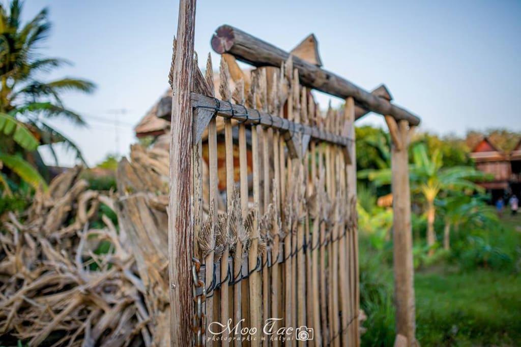 ประตูรั้วไม้หนึ่งเดียวไม่เหมือนใคร