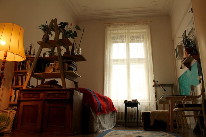 cosy room with nice (SENSITIVE CONTENTS HIDDEN) and cool surrounding - Viyana - Daire