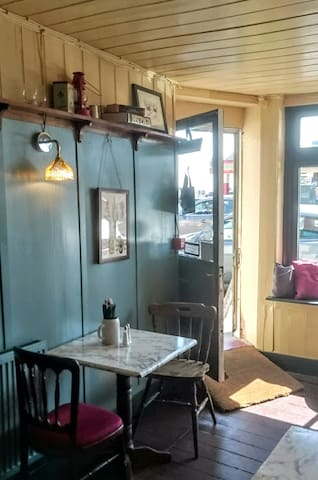 Twin Room in Characterful Old Town B&B - Hastings - Bed & Breakfast