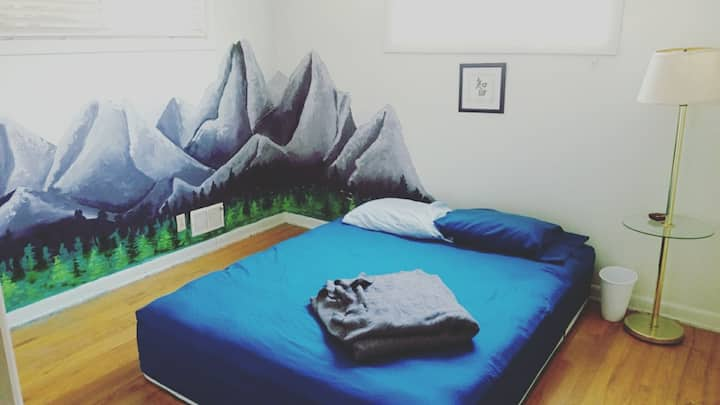 Chill private room in fun shared 420 house