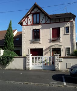 2 private bedrooms 25 mn from Paris