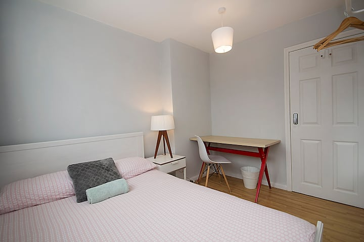 HB3-3 Double Room in the Heart of Brick Lane