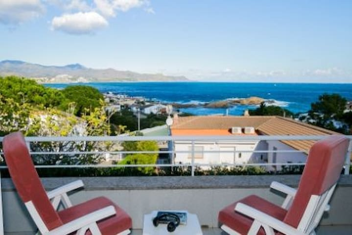 Magnificent villa located in a privileged place with magnificent views to the Lighthouse o - Port de la Selva (El) - Rumah