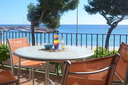 Apartment located on the sea front with direct access to the promenade of Llafranc. It off - Llafranc