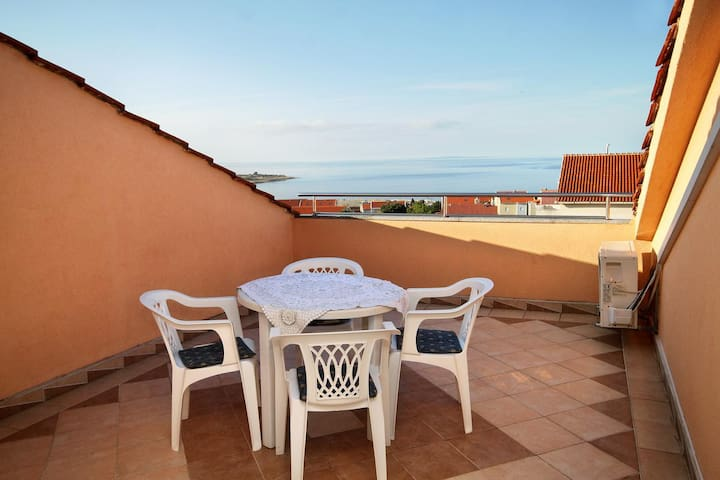 One bedroom apartment with terrace and sea view Novalja, Pag (A-9334-c)