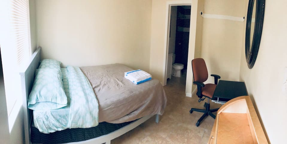 Private Room & Bathroom in East Hollywood - No Service Fee!