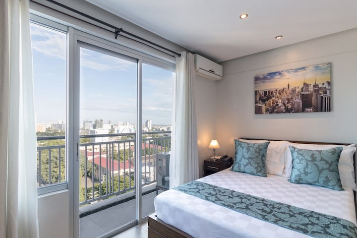 2BR, 2TB and 2 Balcony at the Center of Cebu