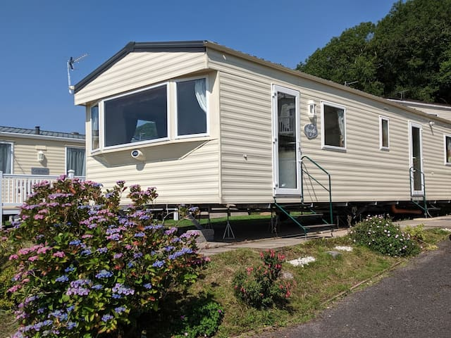 Pendine View Welcoming holiday home (REF37 BL)