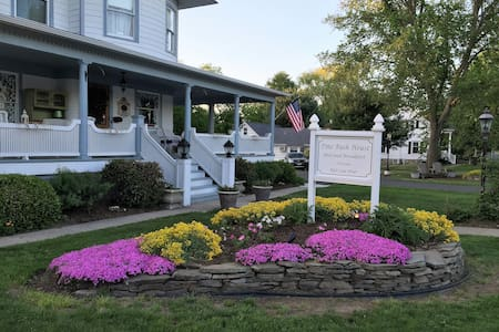 The Vineyard Retreat Suite at Pine Bush House - Pine Bush - Bed & Breakfast