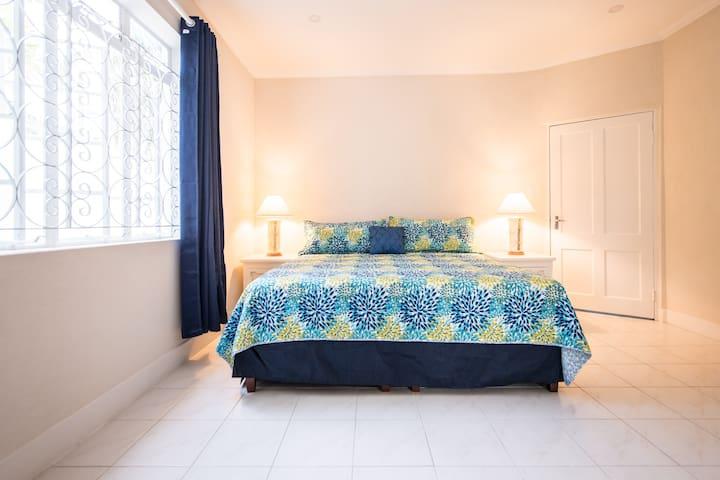 """""""Rosemarie"""" 2 bedroom South Coast Villa"""