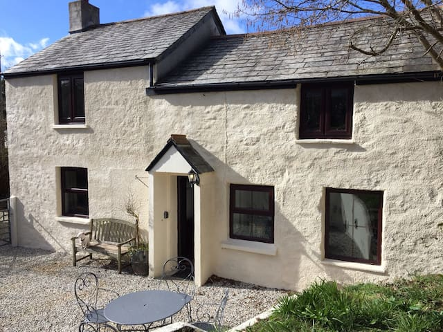 Cosy dog friendly cottage between Bude & Polperro