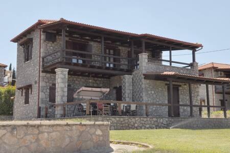 Parnassos mountain, Polydrosos, Stone Maizonette