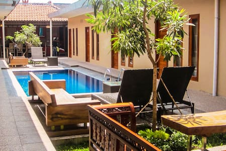 Large 12 bedroom house with swimming pool - Ngaglik - Pension