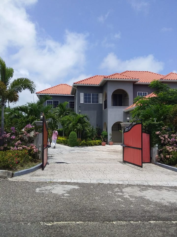 Modern Ambience close to attractions in Ocho Rios