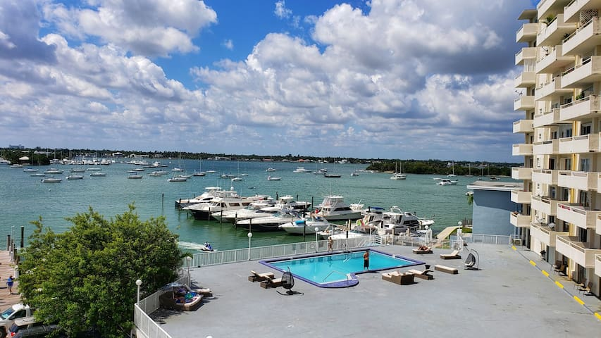Great Miami Bay and Skyline Views Apartment