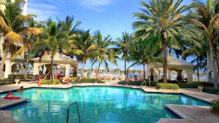 Luxury Intercostal Condo. Marina view. 5min Beach.