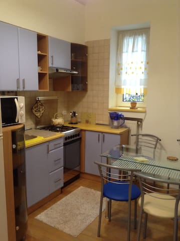 Fully-fit kitchen