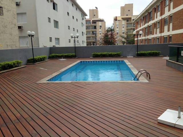 Apartamento á uma quadra da praia Guarujá Enseada