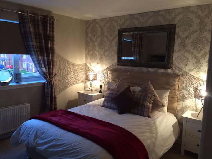 Glasgow Eastend - private room to rent (hot tub)