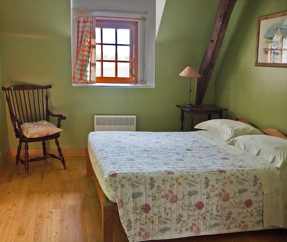 Mure Cottage - Second Bedroom