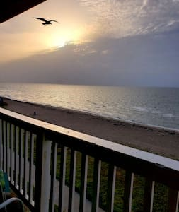 👣 Toes In the Sand ➯ Private Beachfront Balcony