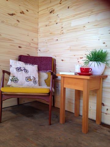 Cozy and Modern Garden Studio - Huntsville - Hütte