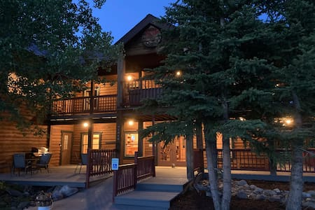 Ultimate Log Cabin!  Hahn's Peak Lodge sleeps 22