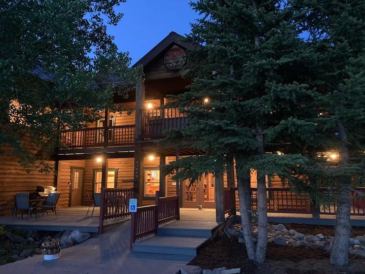 Ultimate Log Cabin!  Hahn's Peak Lodge sleeps 20+!