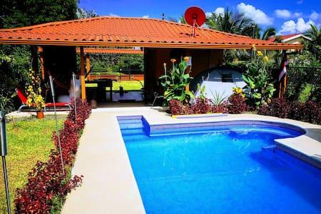 CasaPuraVida: Private Pool, A/C, Free Parking,WiFi