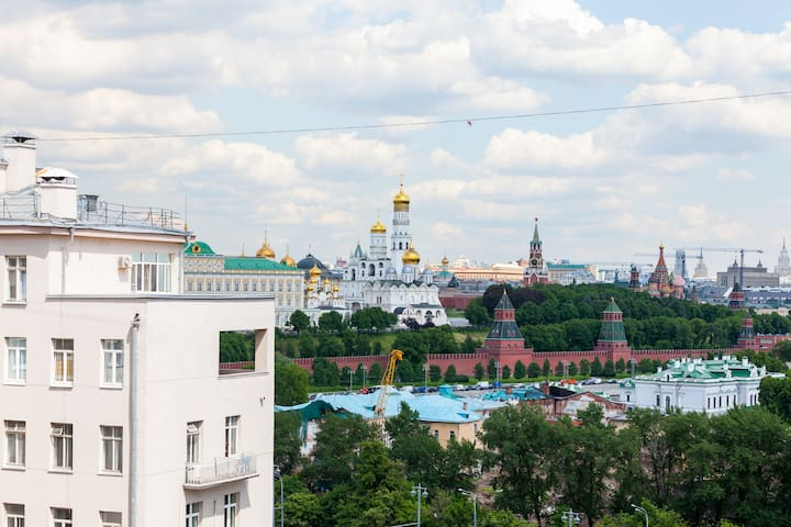 Gorgeous Penthouse with Incredible Kremlin Views - Moskva - Flat
