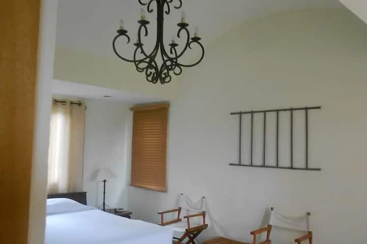 Villa Sedona - Luxury Ocean View, Full Service