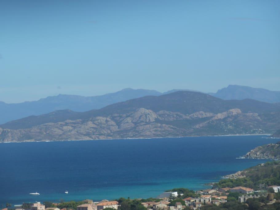 La vue sur la baie de l'Ile Rousse et les Agriates depuis les 2 terrasses
