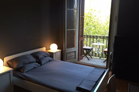 Spacious double room & balcony in the heart of BCN - Entire Floor