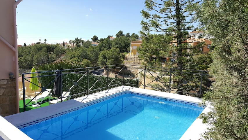 DETACHED VILLA WITH POOL NEAR TO BENIDORM - La Nucia - Hus