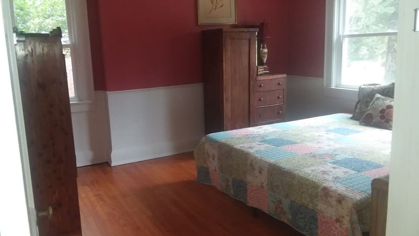 The Elaine Room Cordellia Cottage Downtown