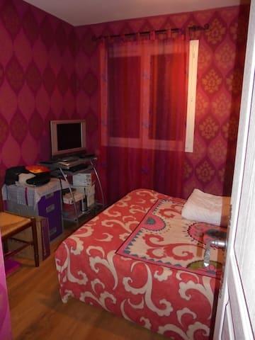 1 chambre privée dans maison,30 mn de St ETIENNE - Poncins - Casa