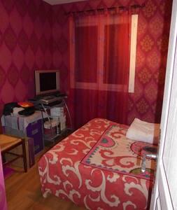 1 chambre privée dans maison,30 mn de St ETIENNE - Poncins - Ev