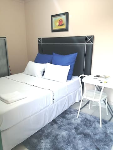 Cute & safe private studio.10 mins from airport.