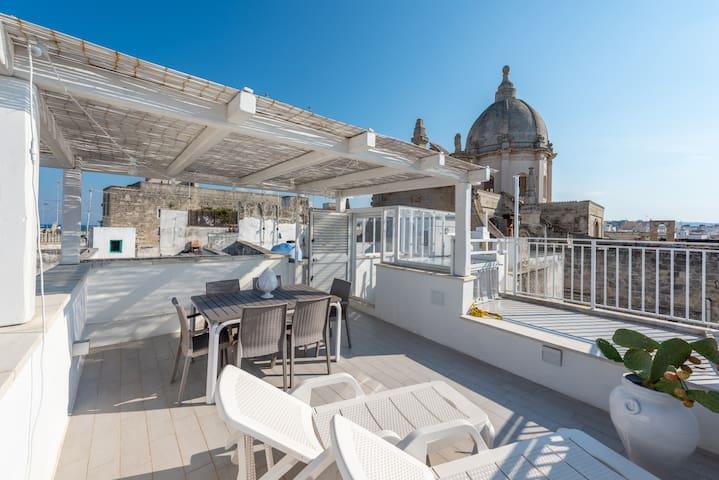 Vista sull'antico convento barocco di Santa Teresa
