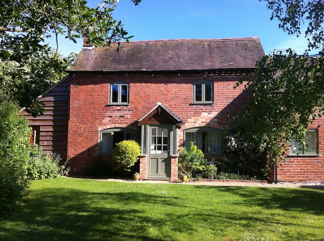 Cartref - Peaceful Country Cottage, rural setting - Abbots Morton - Casa