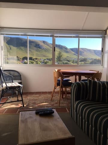 Sunny apartment with Mountain Views - Hermanus - Appartement