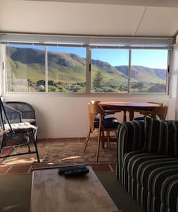 Sunny apartment with Mountain Views - Hermanus - Lakás
